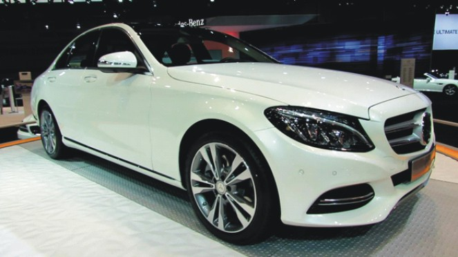 New mercedes benz c class offers premium package for Mercedes benz c class offers