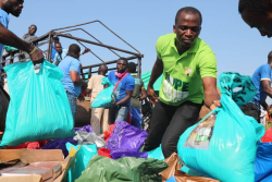 Pastor Chris brings joy, hope to 1000 displaced families in Niger