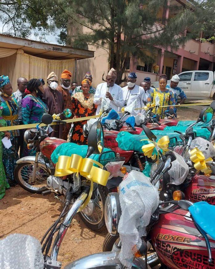 Oyo SUBEB lauds JCI over renovation initiatives, distribute bikes to QAOs   Daily's Flash OYO SUBEB 3 696x870  Oyo SUBEB lauds JCI over renovation initiatives, distribute bikes to QAOs   Daily's Flash OYO SUBEB 3 696x870